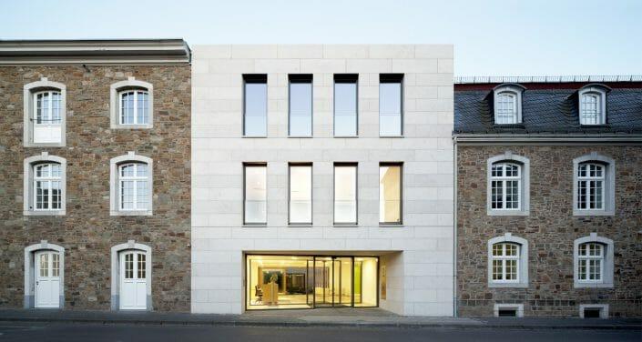 moderne und traditionelle Fensterelemente Kupferhof Broecking Fenster