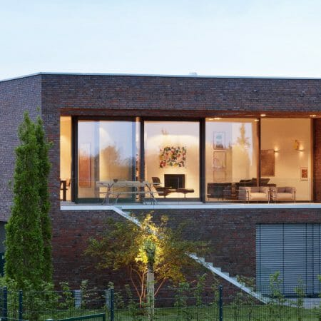 modernes Einfamilienhaus Holz-Aluminium-Fenster innen Holz-außen Aluminium Broecking Fenster Header