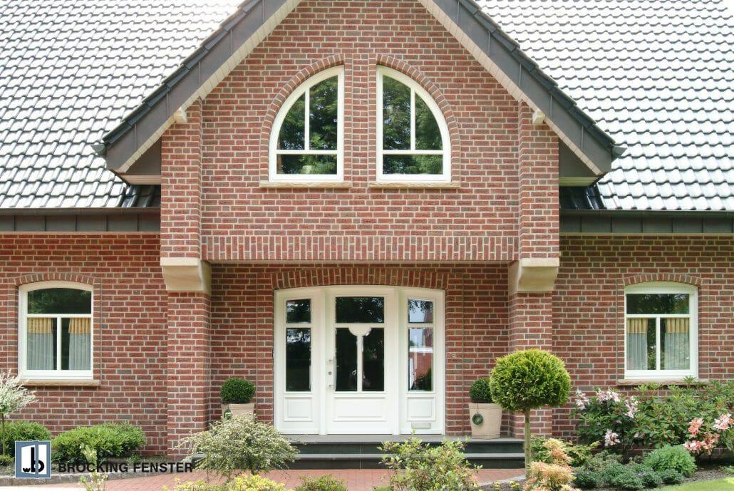 Auch ungewöhnliche Fensterformen, wie diese Segmentbogenfenster sind bei BRÖCKING FENSTER möglich.