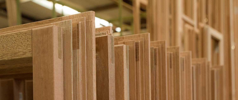 Bröcking-Fenster-Holzfenster-Hersteller-in-Vreden-NRW-Werkstoff-Holz-Holzfenster-unlackiert-aufgereiht-1-von-1