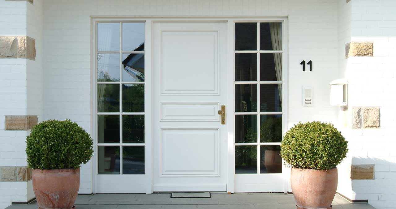 Fenster, Haustüren und Fassaden aus Holz und Holz-Aluminium Haustüren Produktübersicht