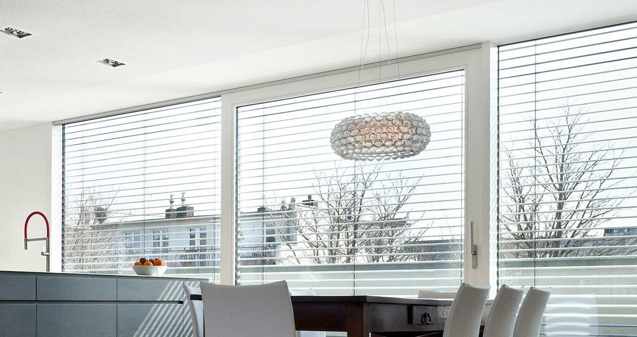 Fenster, Haustüren und Fassaden aus Holz und Holz-Aluminium Sonnenschutz Produktübersicht