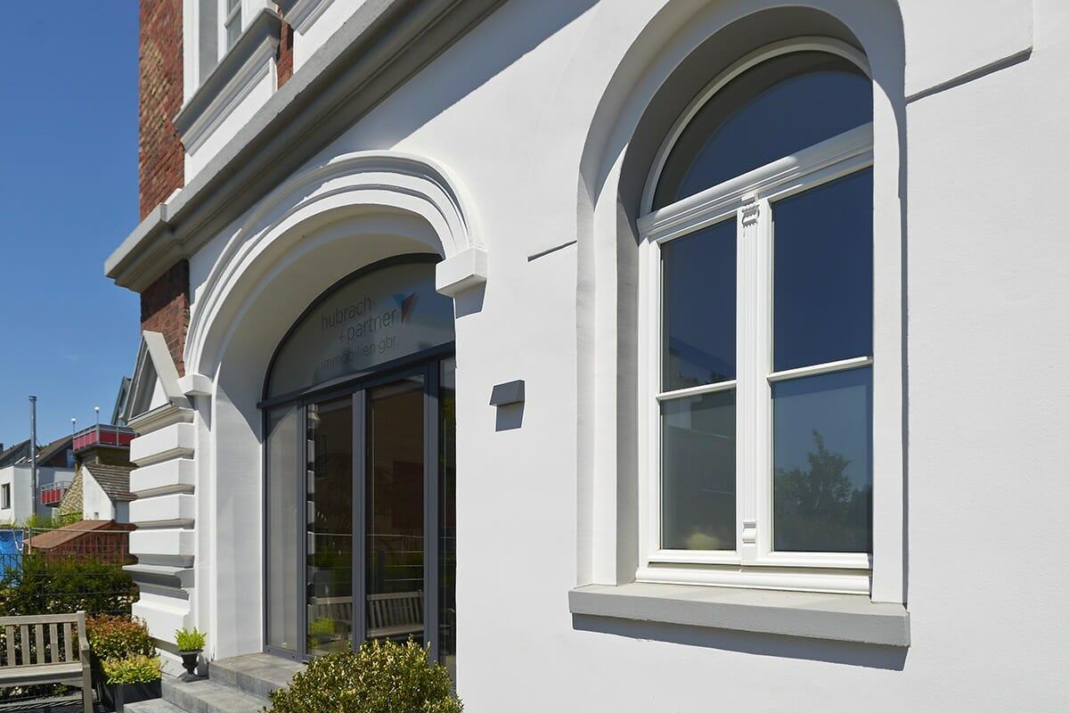 Holzfenster mit Sprossen nach Denkmalschutzvorgaben