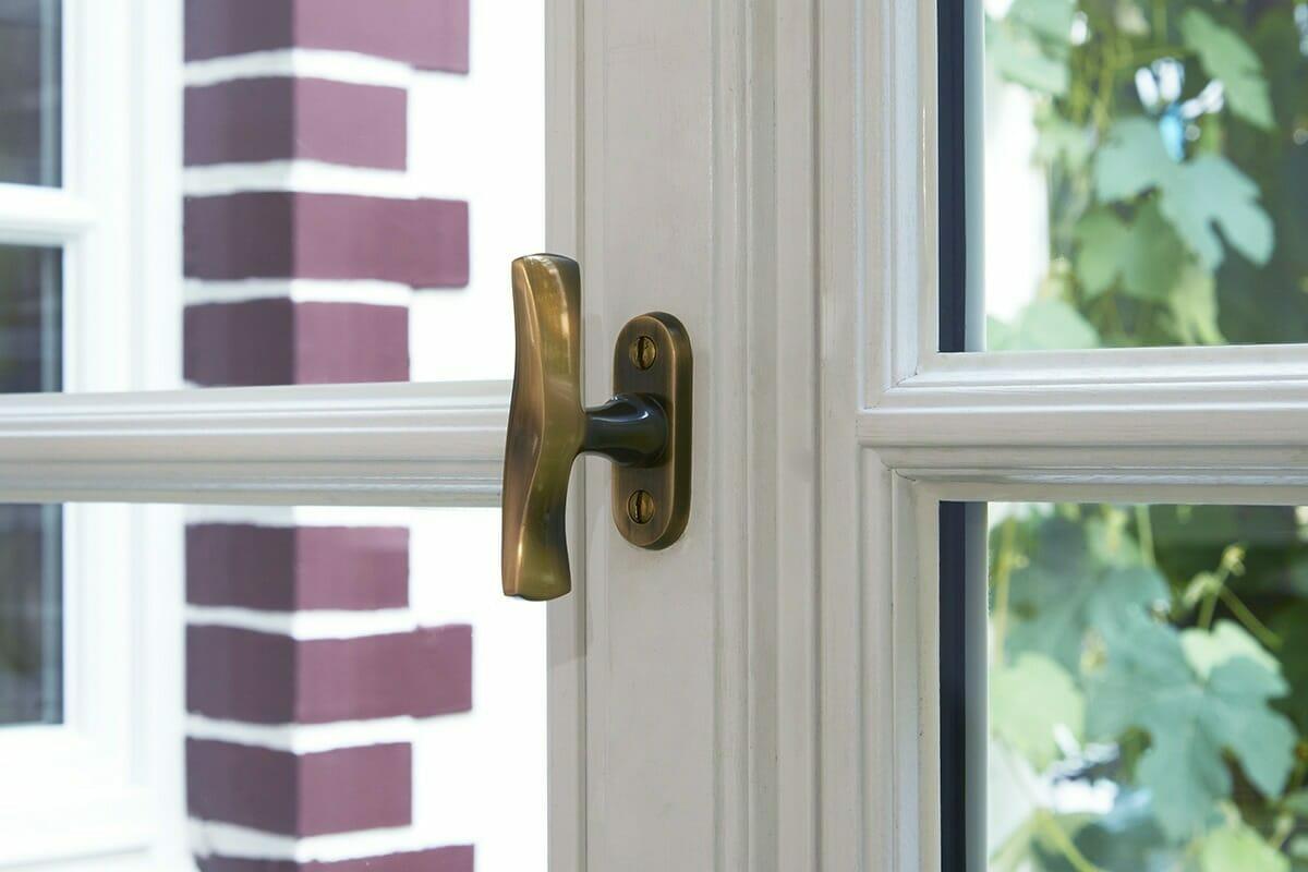 Fensterolive aus Messing